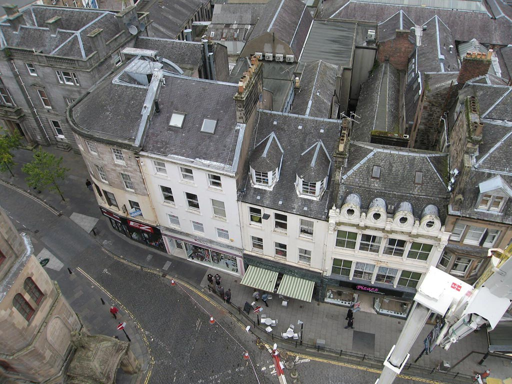 The first repair work started on site in November 2015 at 42-46 King Street. This project involves roof and chimney repairs, new sash and case windows, gutter repairs and repainting of the façade.