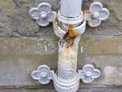 damaged-and-rusting-downpipe